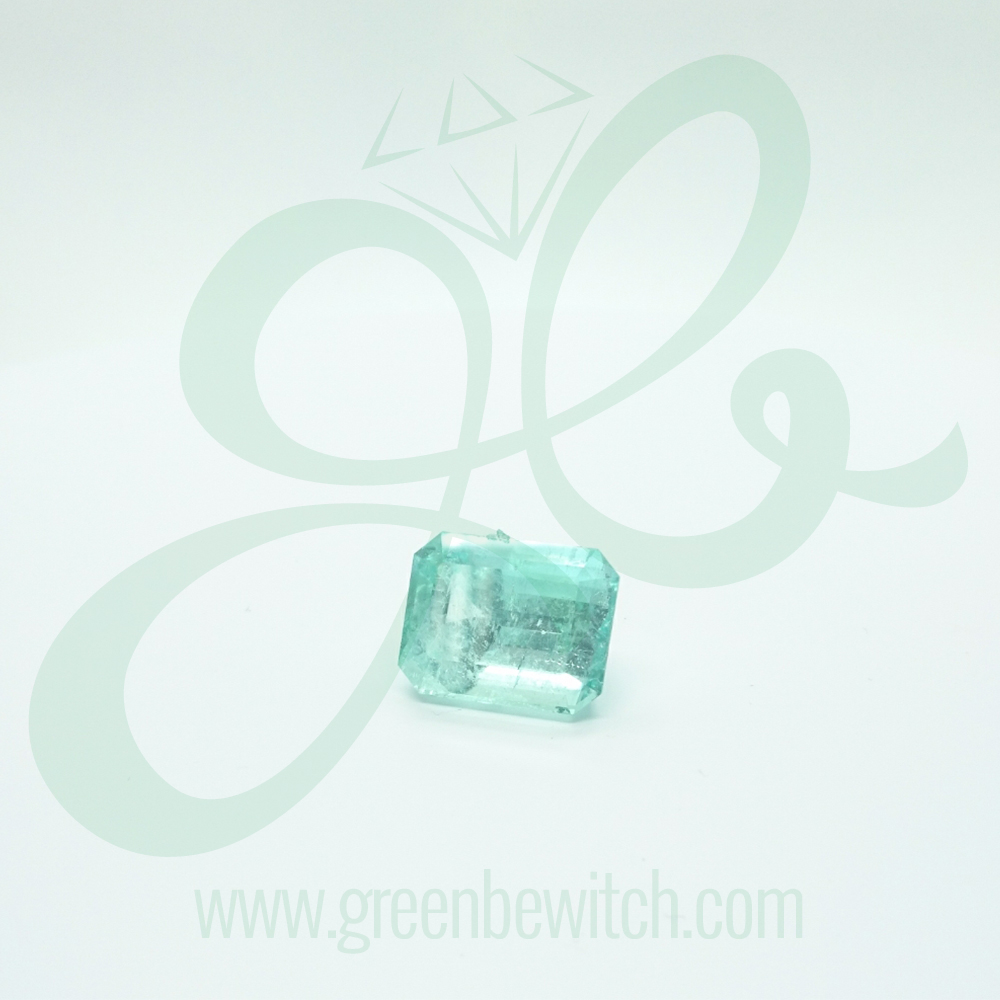 in ct white gold oval emerald qp ring jewellers cut